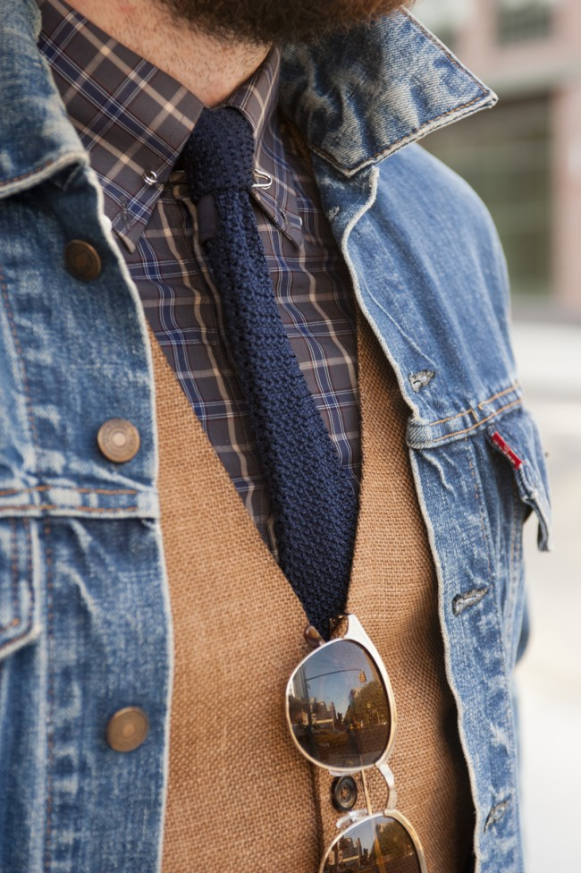 denim-jacket-and-knitted-tie-fall-fashion-men-650x976